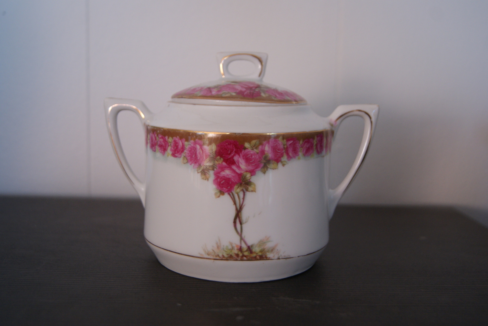 Waldenburg - Altwasser sugar bowl with beautiful Art Nouveau roses