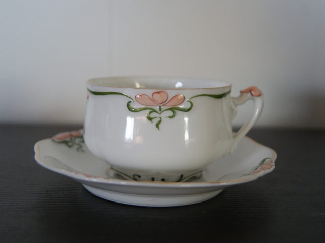 Niedersaltzbrunn Hermann Ohme cup with saucer with green and red decor and Astrid