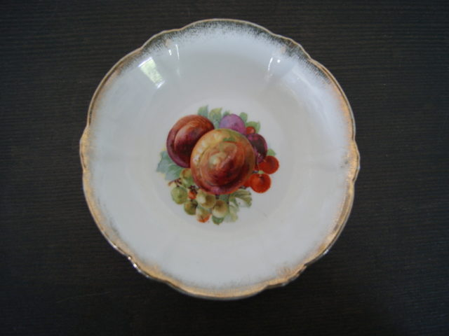 Parowa (Tiefenfurt) bowl with peaches, grapes, cherries and plums