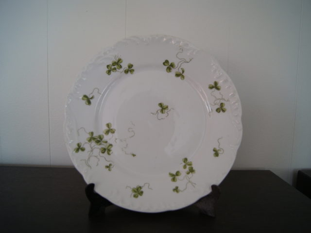 Porsgrund rococo model dish (plate) with green clover and relief