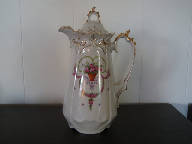 Stanowitz near Striegau chocolate pot with flowers, garlands and relief