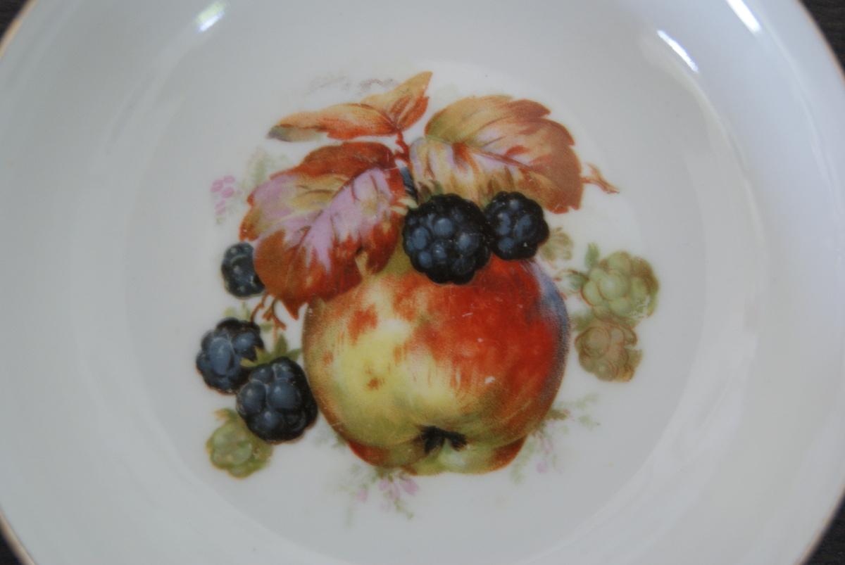 Waldenburg – Altwasser bowl with apples and blackberries 1927