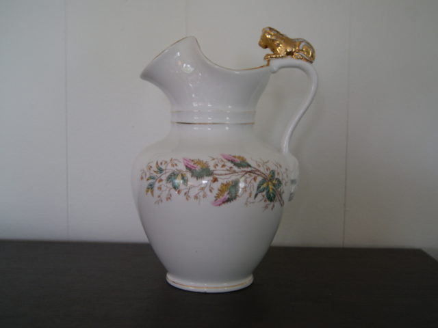 Waldenburg – Altwasser chocolate jug with flowers and lion