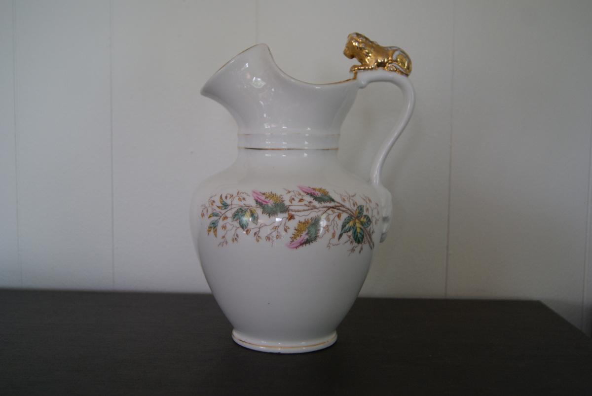 Waldenburg – Altwasser chocolade jug with flowers and lion