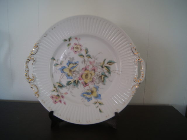 Waldenburg – Altwasser dish (plate) with flowers and gold decor