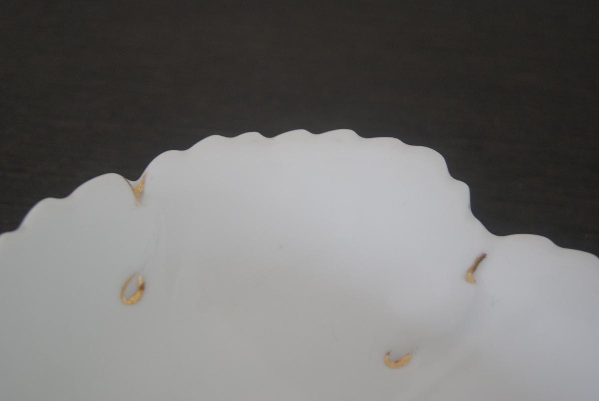 Waldenburg – Altwasser plate in the form of leaf with gold decor
