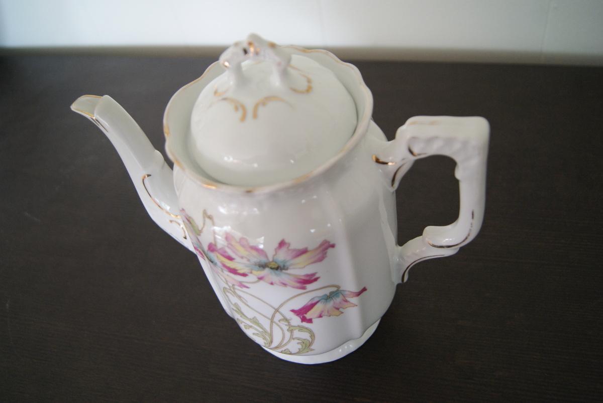 Porsgrund coffee pot with art nouveau flowers