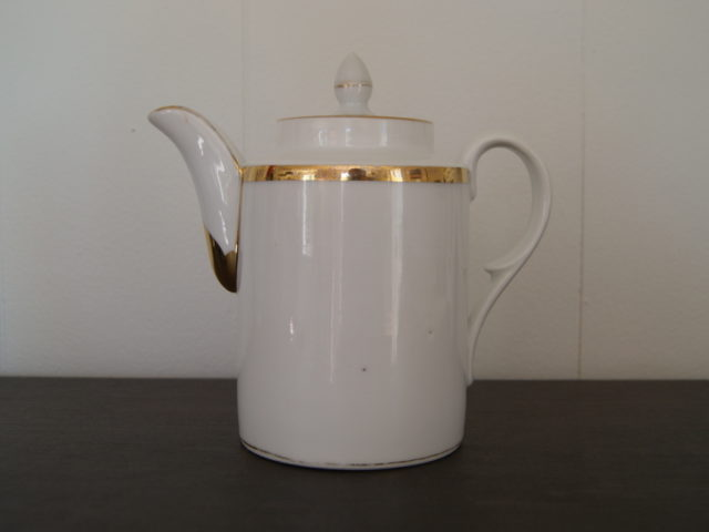 Waldenburg – Altwasser cylindrical coffee pot with golden decor