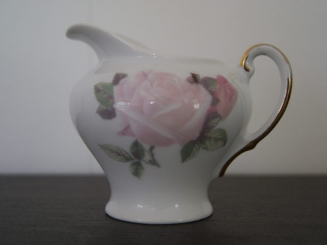 Waldenburg milk jug with roses and golden handle