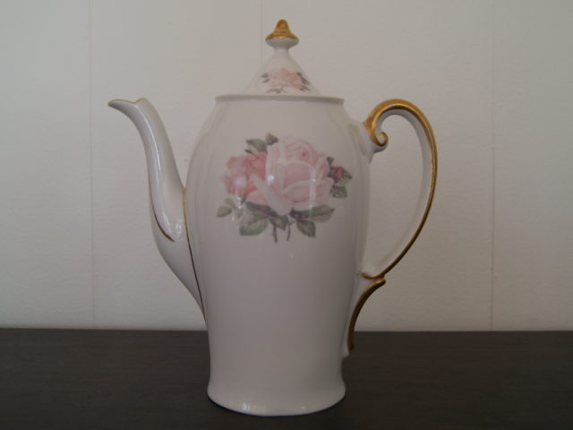 Waldenburg pot with roses and golden handle