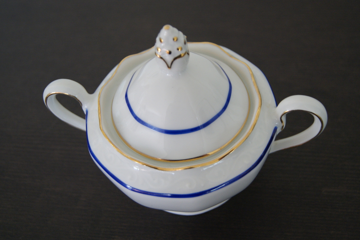 Waldenburg sugar bowl with blue band and golden decor and relief